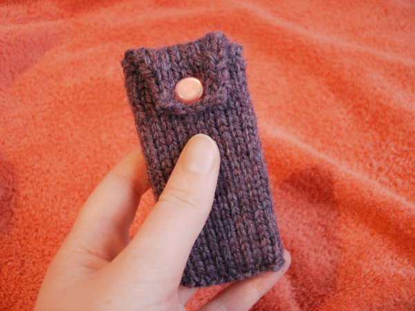 purple knitted ipod nano case